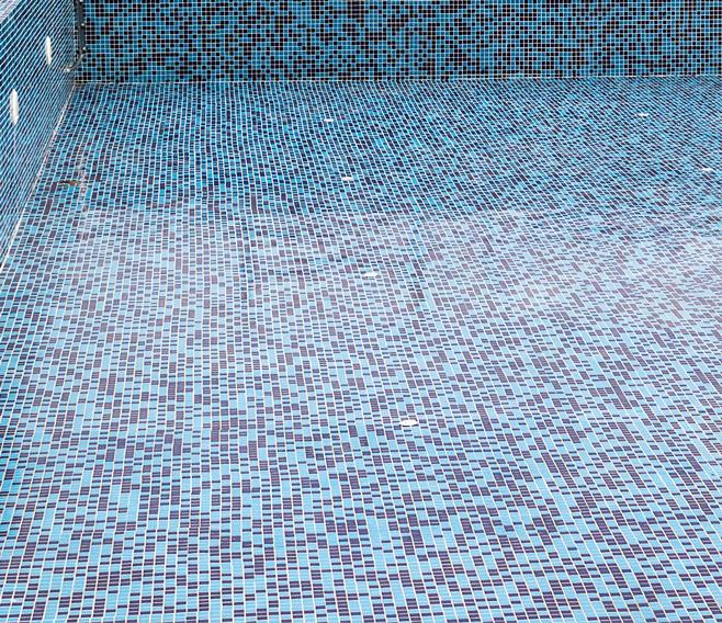 Pose de carrelage de piscine près de Langon
